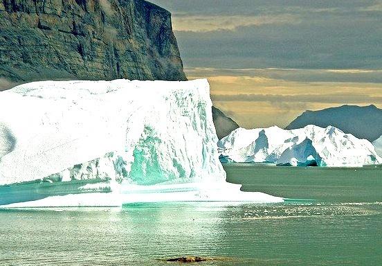 by _Zinni_ on Flickr.Icebergs near Uummannaq, North Greenland.