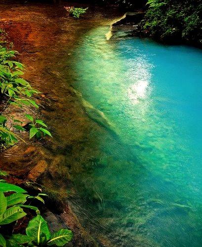 The amazing colours of Rio Celeste in Tenario Volcano National Park, Costa Rica